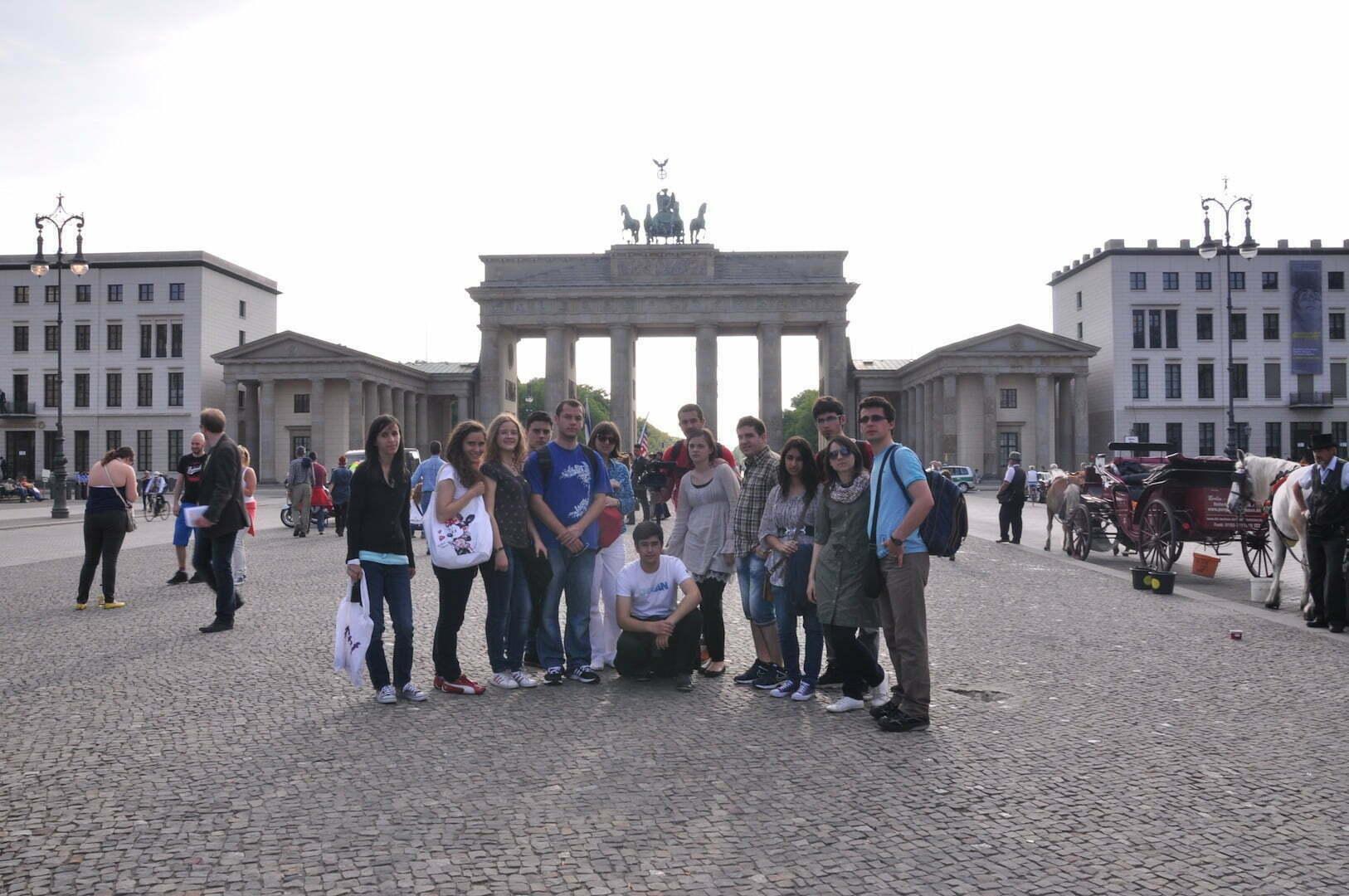 Studenții în Berlin, poarta Brandenburg
